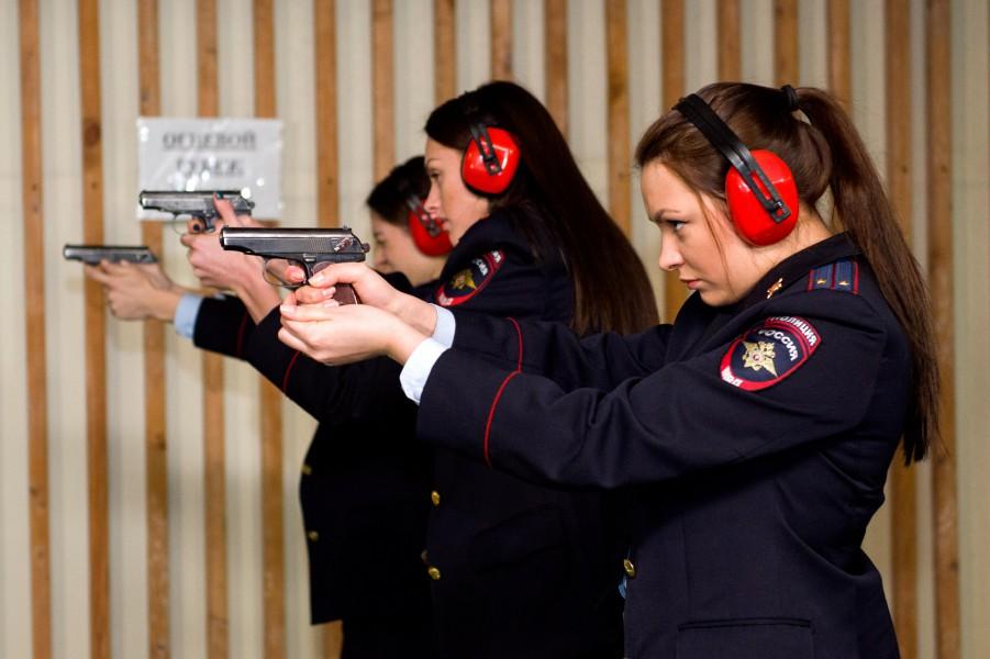 Подготовка женщин полицеских