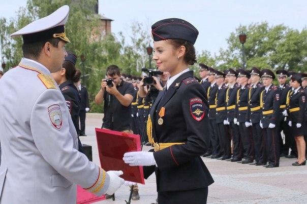 Изображение выпускницы академии МВД