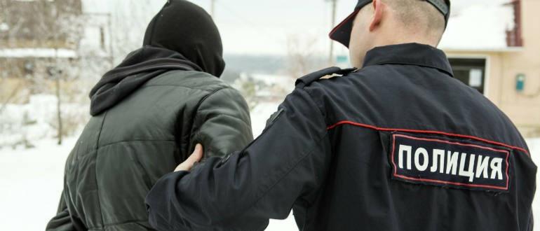 Полиция проводит административное задержание