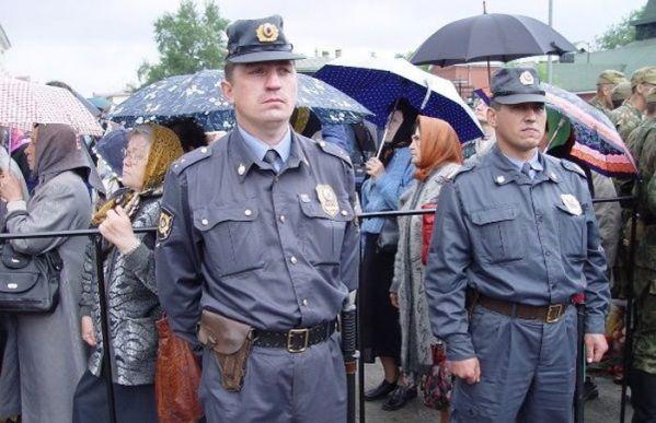 Милиция в оцеплении